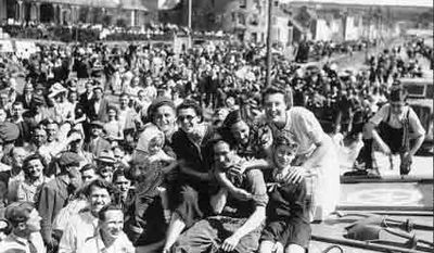 Liberation-Day-crowd2.jpg