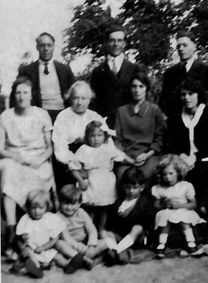 Anc15FlambardFamily1935.jpg