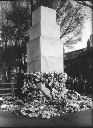 Sue15WoodenCenotaph.jpg